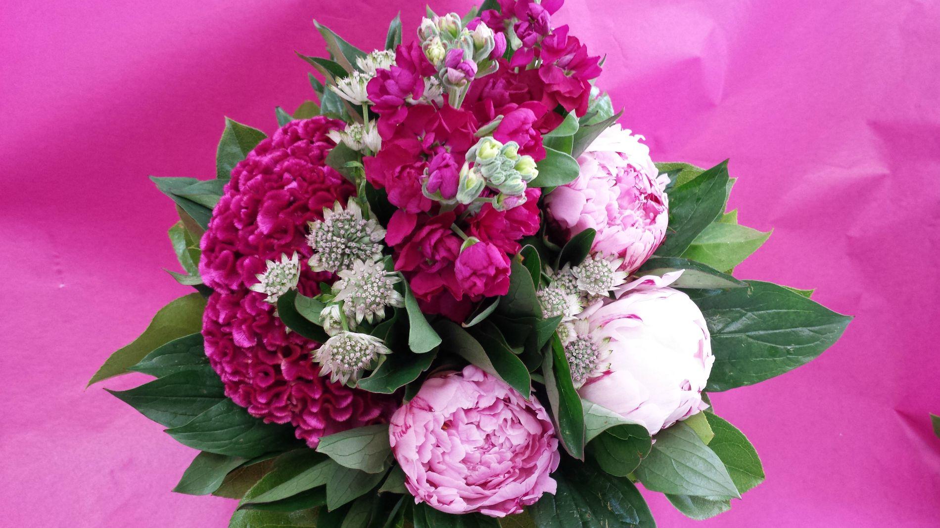 Pfingstrosen-Strauß-Moderne-Floristik-Blumenfee