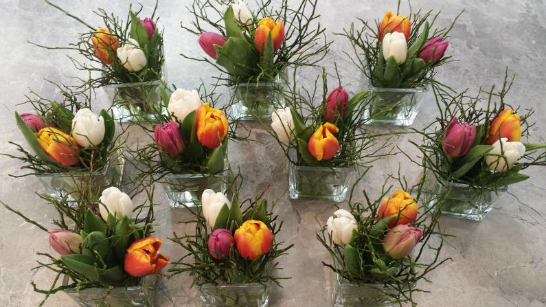 Fruhlingshafte Tischdeko Mit Bunten Tulpen